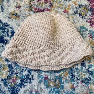 Like new urban outfitters knit hat in ivory